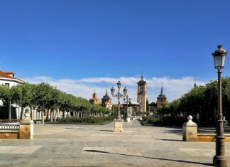 La Plaza de Cervantes por fin despejada