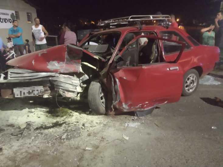 Grave acidente, na Assis Brasil, deixa 8 feridos; 5 são crianças