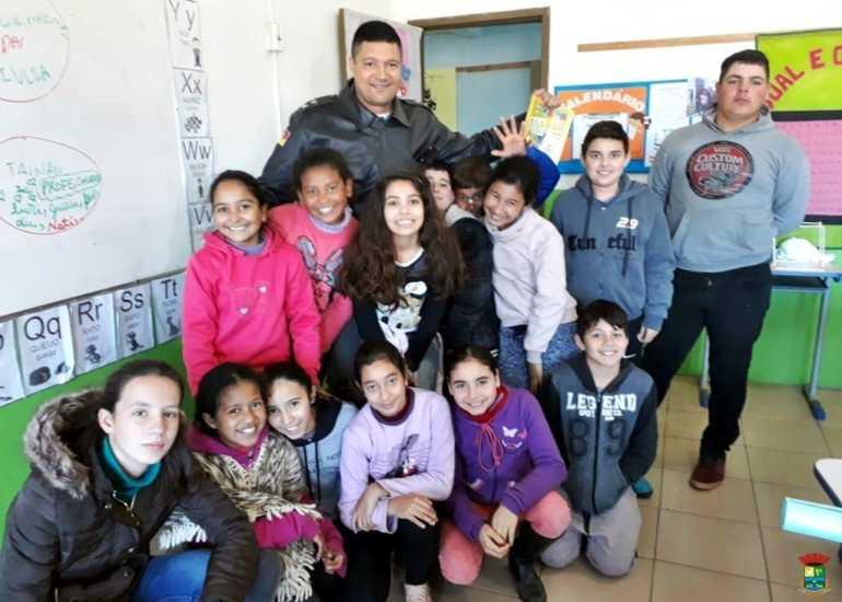 Brigada desenvolve Programa Educacional de Resistência às Drogas e a violência em Manoel Viana