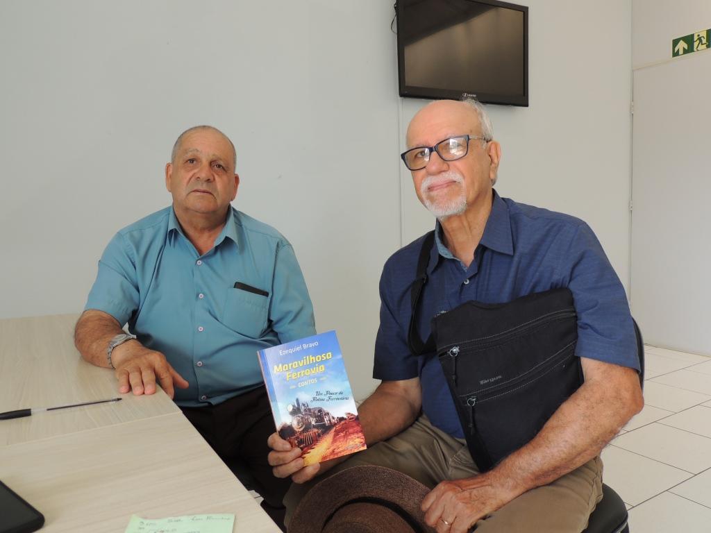 Santiaguense Ezequiel Bravo lança livro na Sede dos Ferroviários em Alegrete