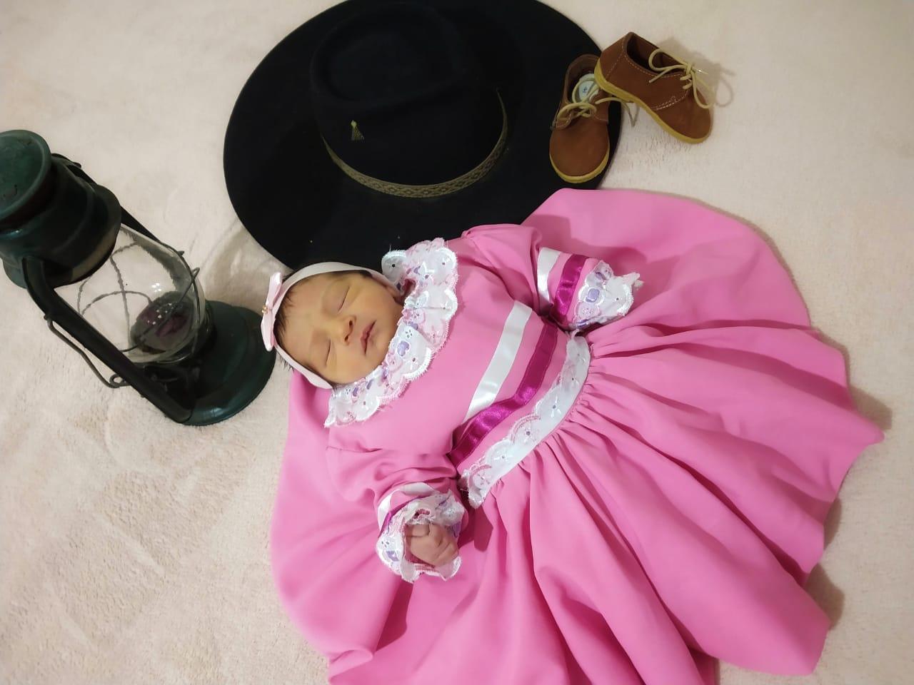 Família alegretense, mesmo longe do Rio Grande, cultiva a tradição no nascimento da filha