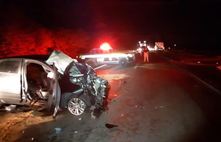 Homem morre e filhos ficam gravemente feridos em acidente na BR-290