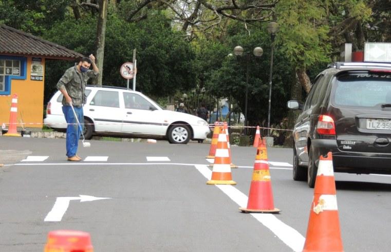 Operação da Infraestrutura reforça pintura de dispositivos de segurança no trânsito em Alegrete