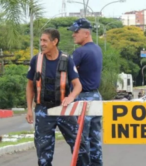 Arnaldo, o azulzinho, deixa dignificantes exemplos ao se aposentar