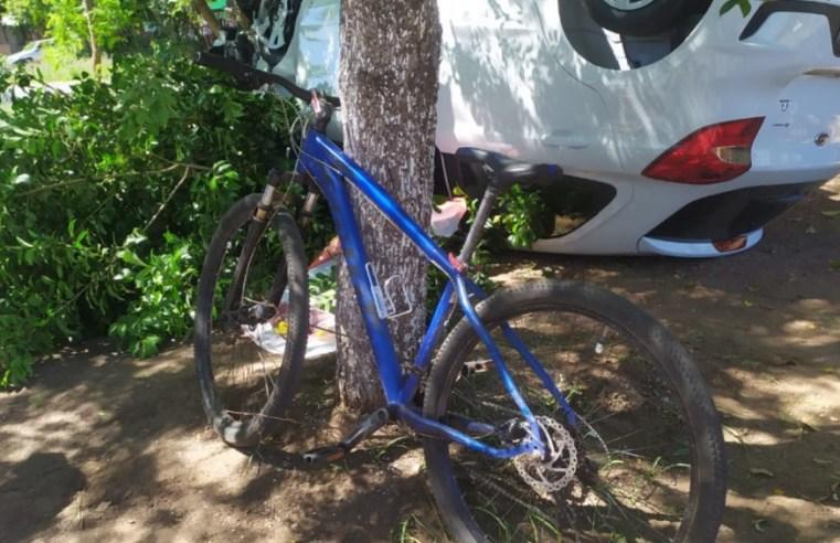 Ciclista corta frente de motorista e provoca capotamento na Tiaraju