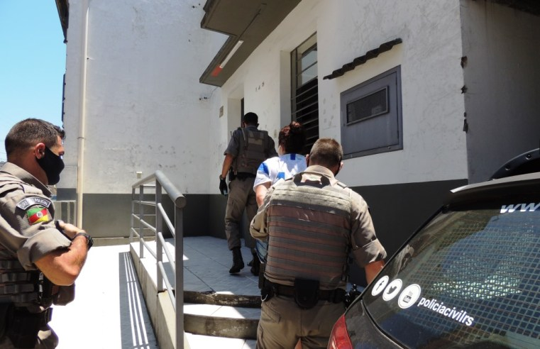 Mulheres são presas, pela Brigada Militar, com grande quantidade de drogas, arma e munição
