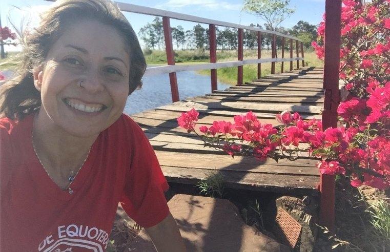 Uma pedagoga devotada ao voluntariado no Centro de Equoterapia