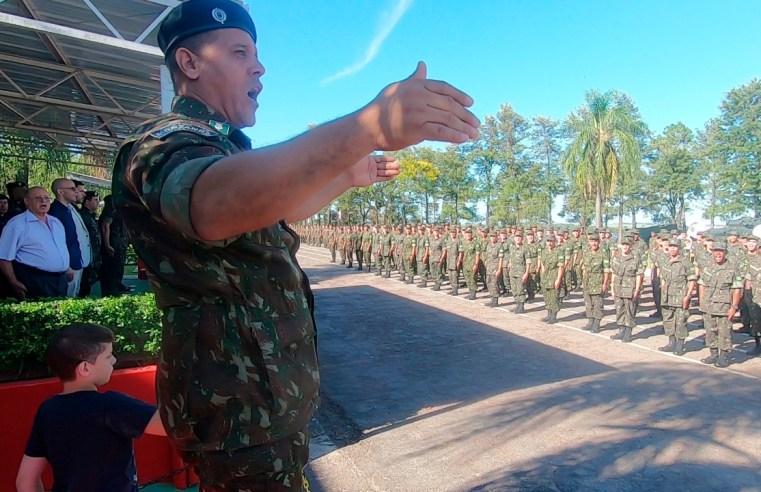 Sargento mineiro, regente da banda do 10º B LOG, agora é do Maranhão