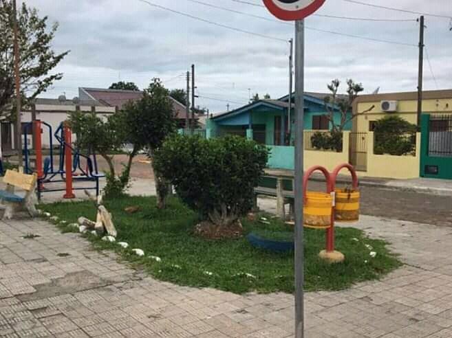 Coleta de lixo eletroeletrônico no Largo Aracy Baez, nesta quarta-feira, no Bairro Vila Nova