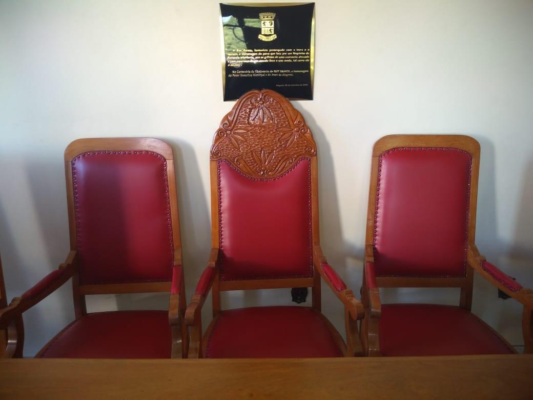 Mobiliário do Salão Vermelho da Prefeitura é completamente restaurado