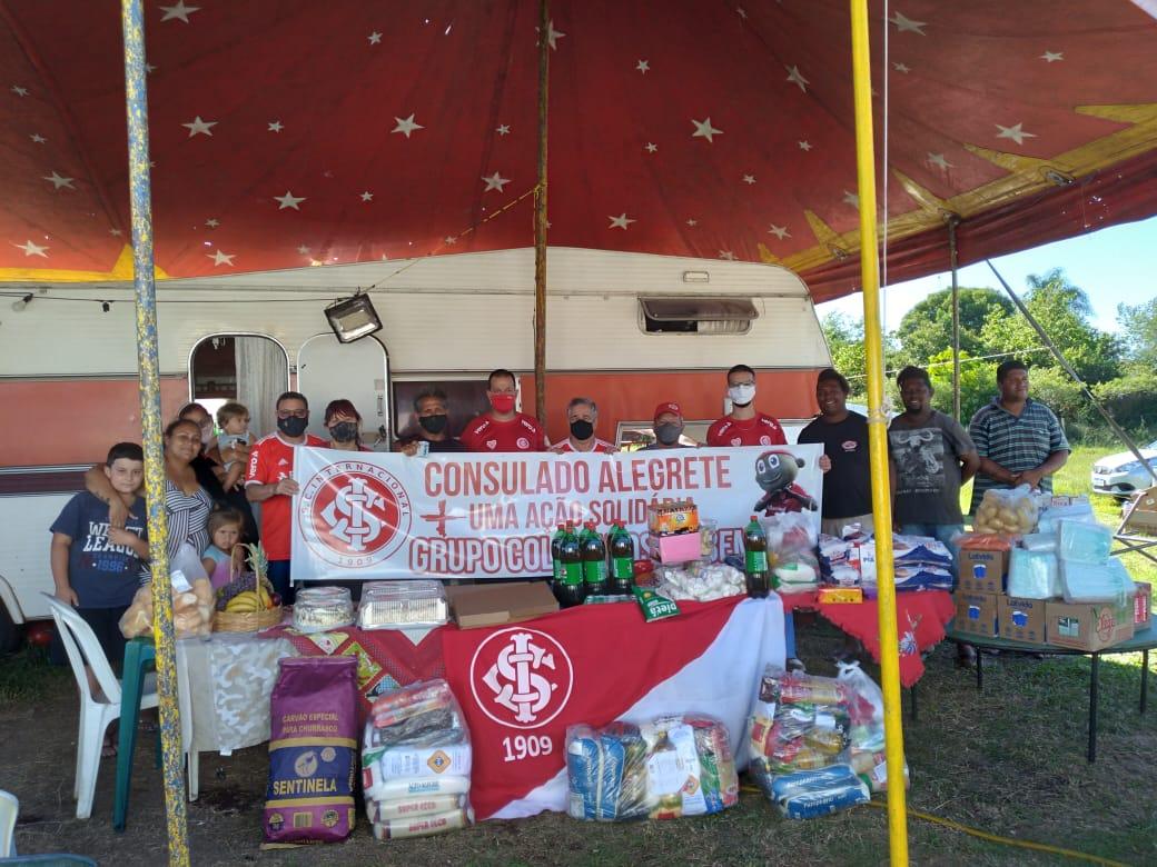 Consulado do Inter arrecada alimentos para família do Circo há 10 meses em Alegrete