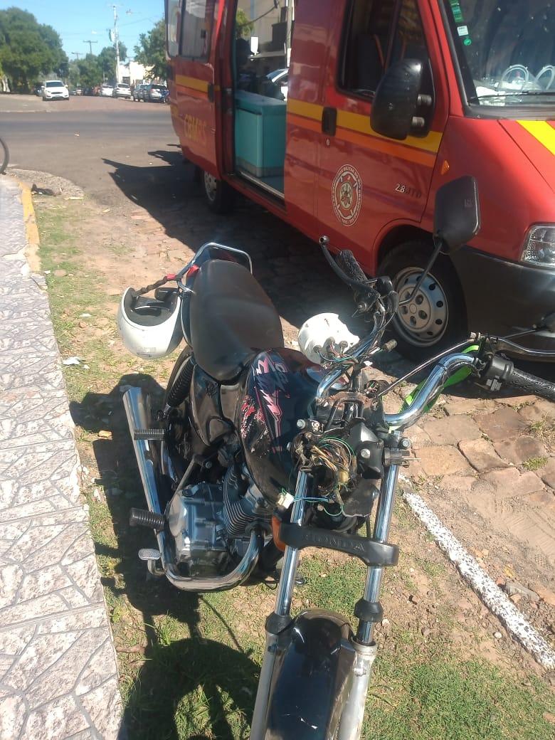 Motociclista sem habilitação tem a carteira furtada em acidente na Assis Brasil