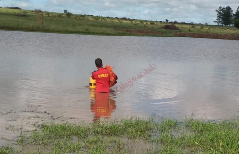 Em poucos minutos, mergulhadores encontram corpo de jovem alambrador em barragem no interior