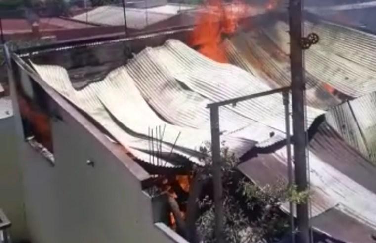 Operação para extinção do fogo na casa de Chapéu Preto demorou seis horas