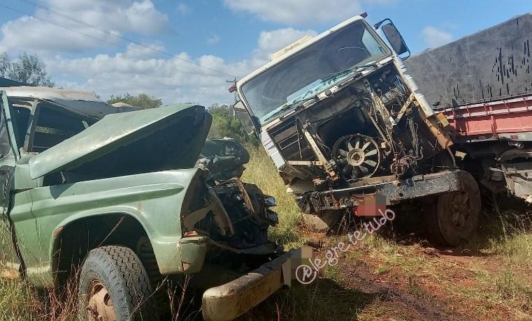 Motorista fica preso às ferragens em grave acidente na Estrada do Caverá