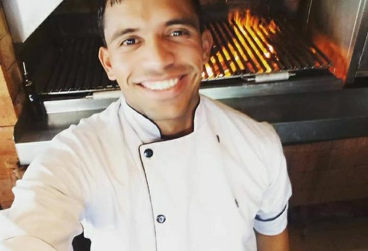 Saudade do Alegrete: Dionatan, o churrasqueiro alegretense em Balneário Camboriú