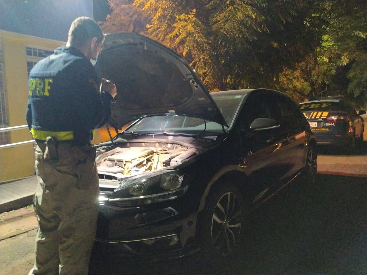 PRF recupera veículo roubado e prende o motorista em Alegrete