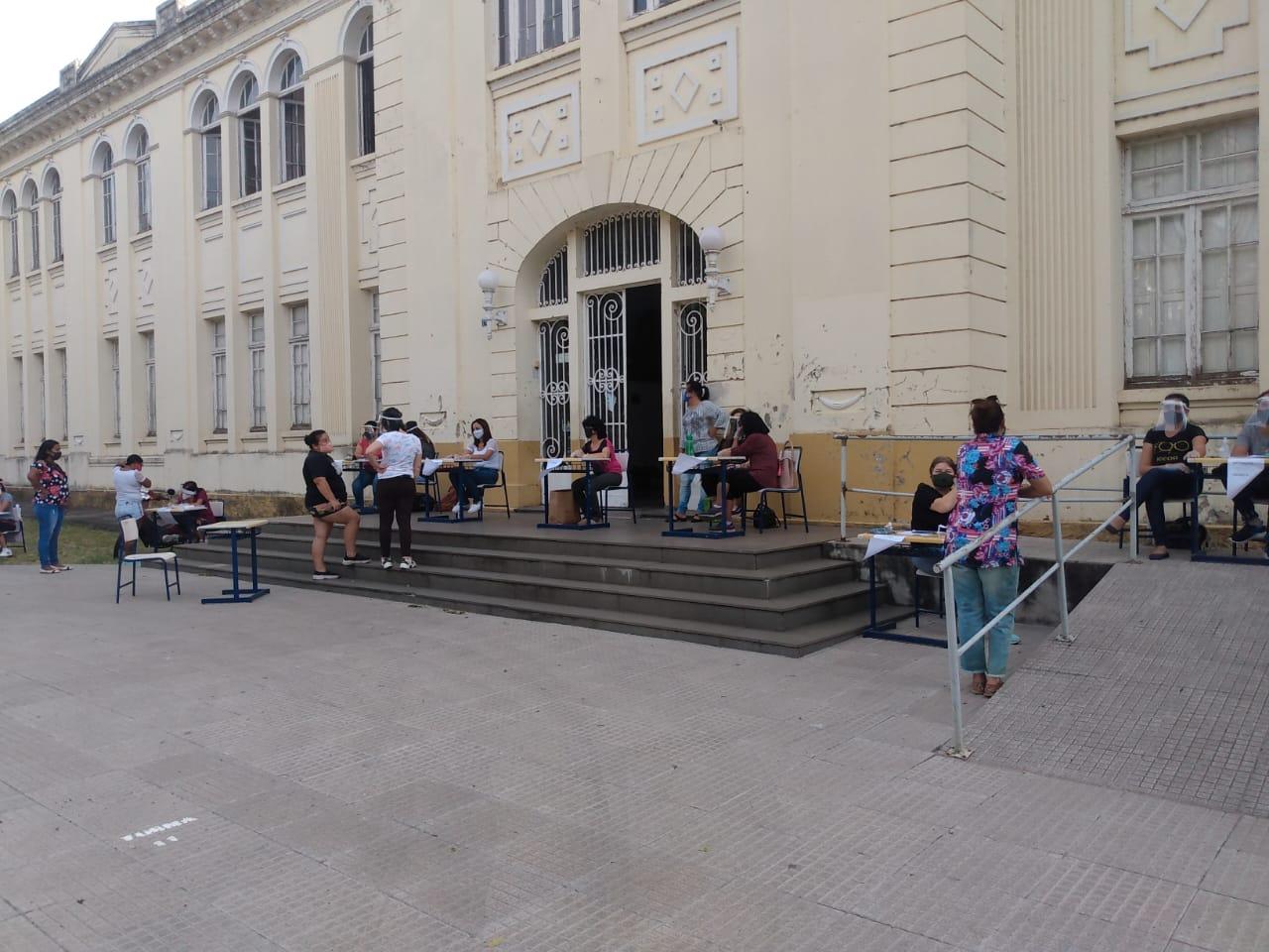 Semana de aulas presenciais inicia com consulta aos pais e salas ainda vazias em Alegrete