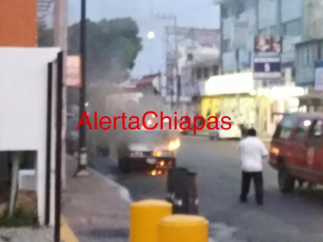 Se incendia taxi en 5 norte