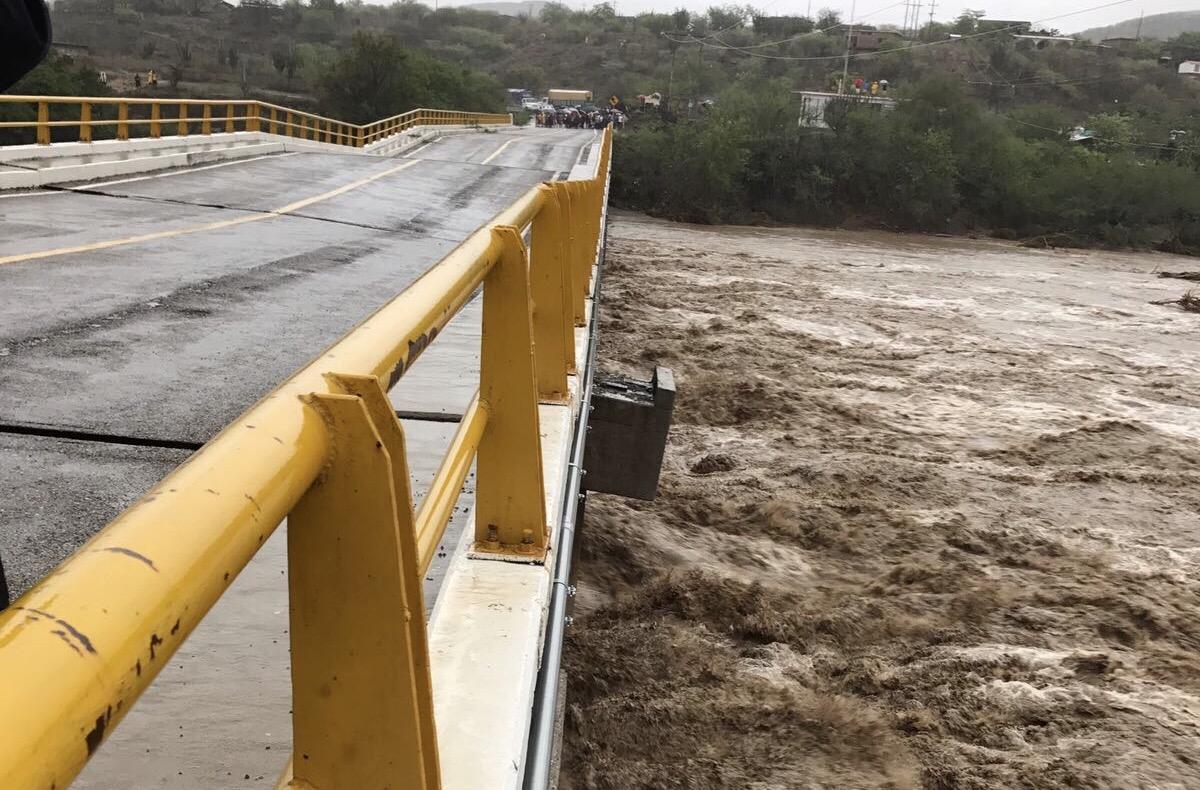 Cierran circulación por colapso de puente Oaxaca-Tehuantepec