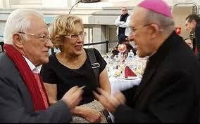 Osoro, junto a Carmena y el degenerado Padre Ángel.