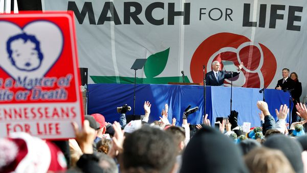Mike Pence habló ante una multitud en Washington congregada en contra del aborto