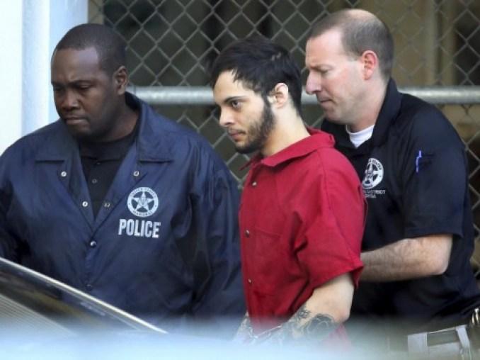 Esteban Santiago siendo trasladado de la prisión al juzgado Esteban Santiago siendo trasladado de la prisión al juzgado