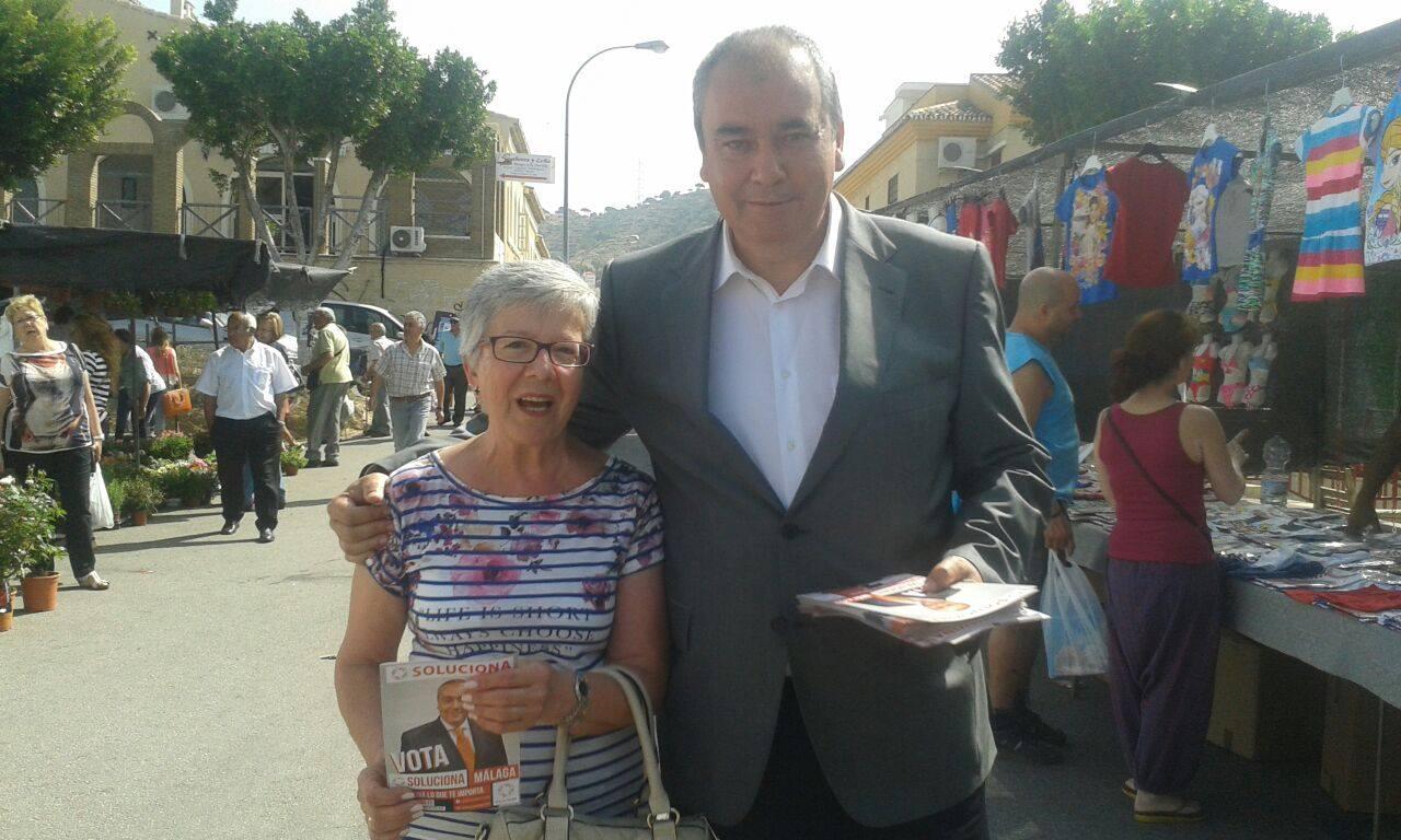 Armando Robles, presidente y fundador de Soluciona, durante la campaña para las elecciones locales de 2015 en Málaga