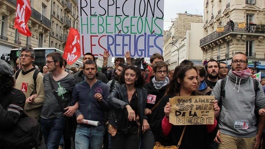Endofobia a la francesa: Izquierdistas galos, con estética idéntica a la de los 'perroflautas españoles, salen a la calle en defensa de los inmigrantes pese a los acosos y ataques sexuales contra mujeres europeas que se están produciendo en París.