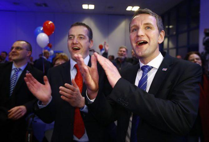 Miembros de Alternativa para Alemania (AfD) celebran los resultados