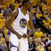 Warriors a un paso de ser campeones en la NBA