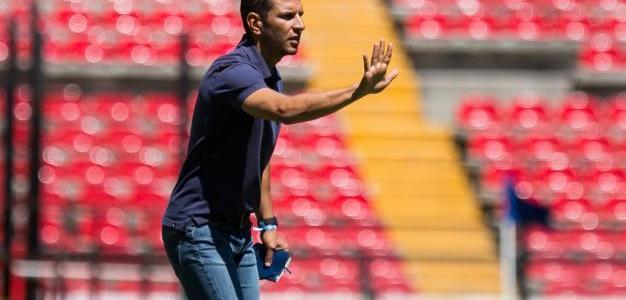 ¡Good bye Jimmy!; llega Luis Fernando Tena a Gallos