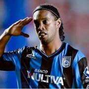 Ronaldinho dice adiós al fútbol profesional