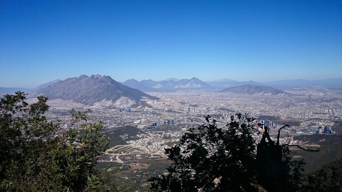 Fotografia Cerro de la Silla Monterrey Nuevo Leon tomada desde Chipinque por Alessa Bernal (asi aparece en Instagram) o buscar Instagram por Alessa Captures