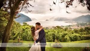 bacio degli sposi sul lago d'Iseo