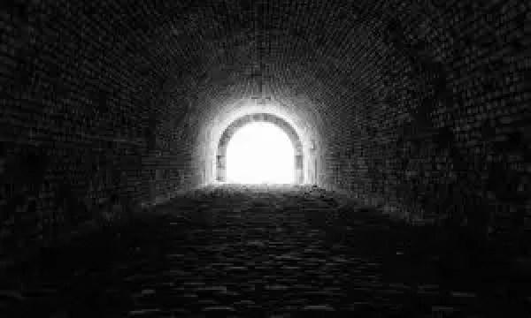 La speranza è una luce in fondo al tunnel della sofferenza per amore
