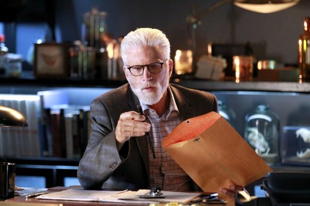 Ted Danson è D. B. Russell nella 15a stagione finale di CSI: Scena del crimine (foto di Robert Voets/CBS)
