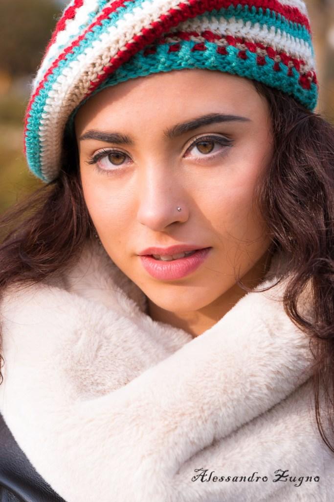 ritratto fotografico ragazza con cappello invernale