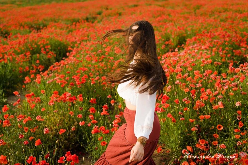 foto creativa di ragazza con capelli lunghi
