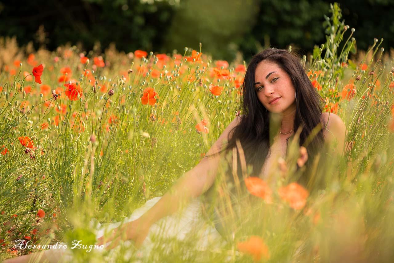 ritratto fotografico di ragazza nei fiori