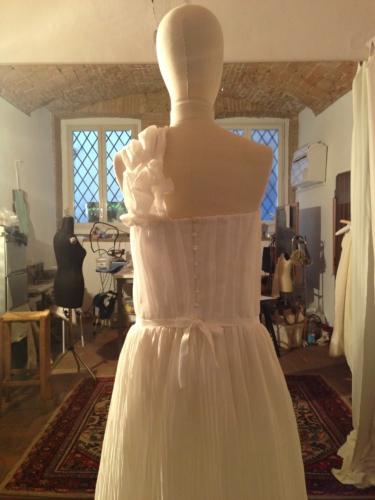 abito da sposa monospalla