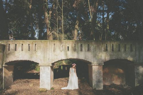 Studio A+Q abito da sposa coroncina fiori