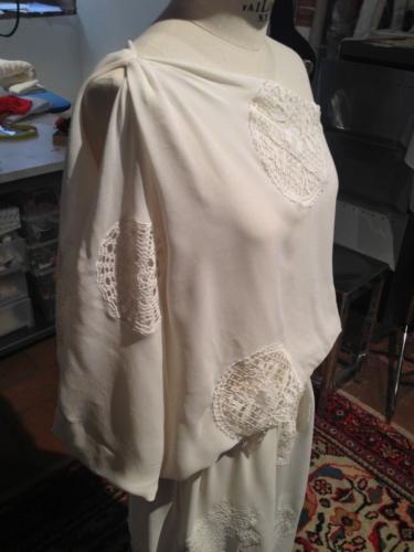 abito da sposa in seta e macrame di cotone