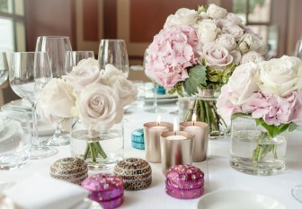 wedding flower roses and hydrangeas white and pale pink