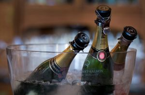 Champagne_bottles_in_a_bucket_-_8439