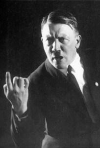 Die Geste der rechten Hand ! Typische Rednergesten, bei welchen die Bewegung der rechten Hand den Höhepunkt in den Ausführungen des Redners unterstreicht. Der Führer der Nationalsozialisten Adolf Hitler in einer typischen Rednerpose.