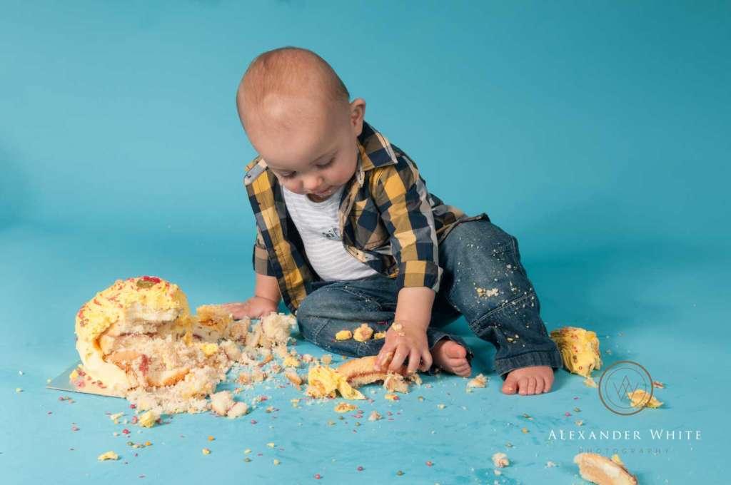 Messy cake smash photo