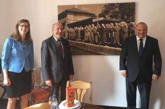 V.l.n.r.: Esther Jaksch, stv. Rektor Jürgen Zenker, Rektor Dr. Mathias Hartmann
