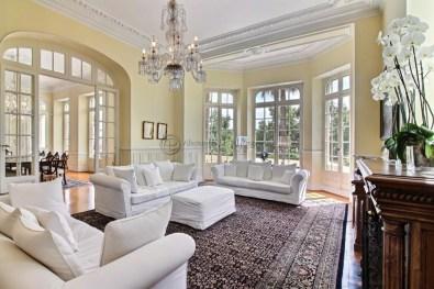 Living room with beautiful original mouldings