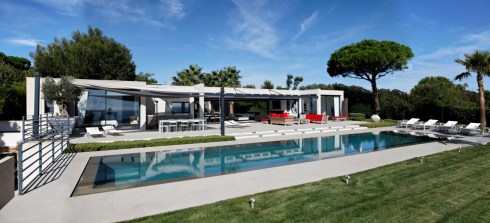 Views from an ultra contemporary villa close to Club 55